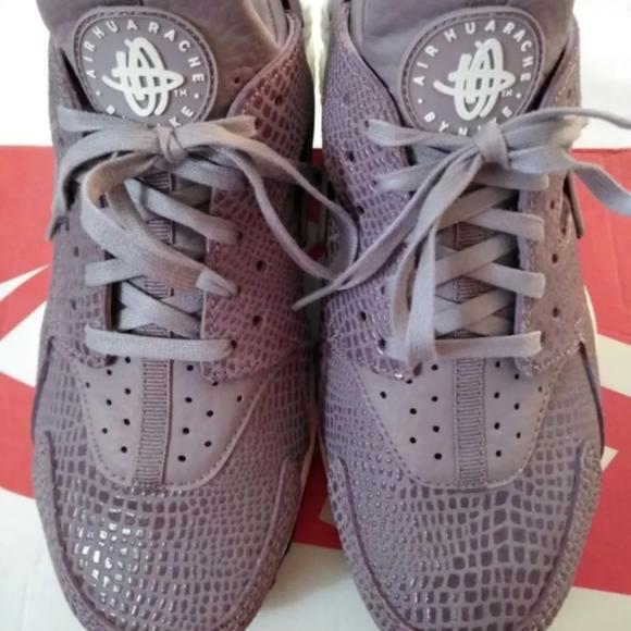 *SOLD* Nike Huarache Purple Smoke 7.5 8